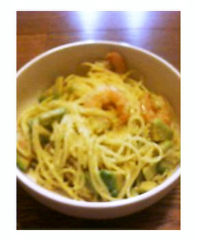 アボカドとエビのクリームスパゲッティ