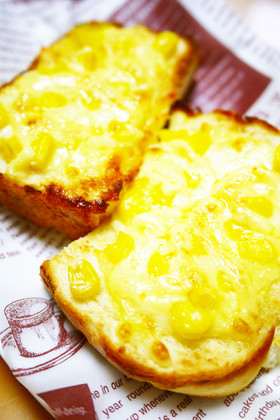 朝食のトーストに♪コーンマヨピザトースト