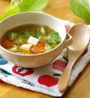 ミニトマトと豆腐とレタスの三色味噌汁の写真