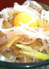 ピリ辛ネギのせ月見牛丼☆☆☆