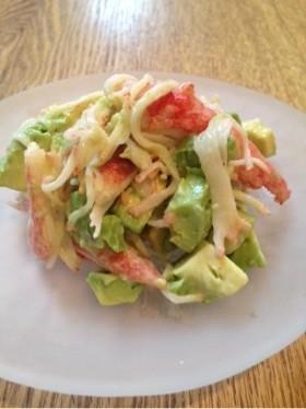 カニカマとアボカドの簡単サラダ