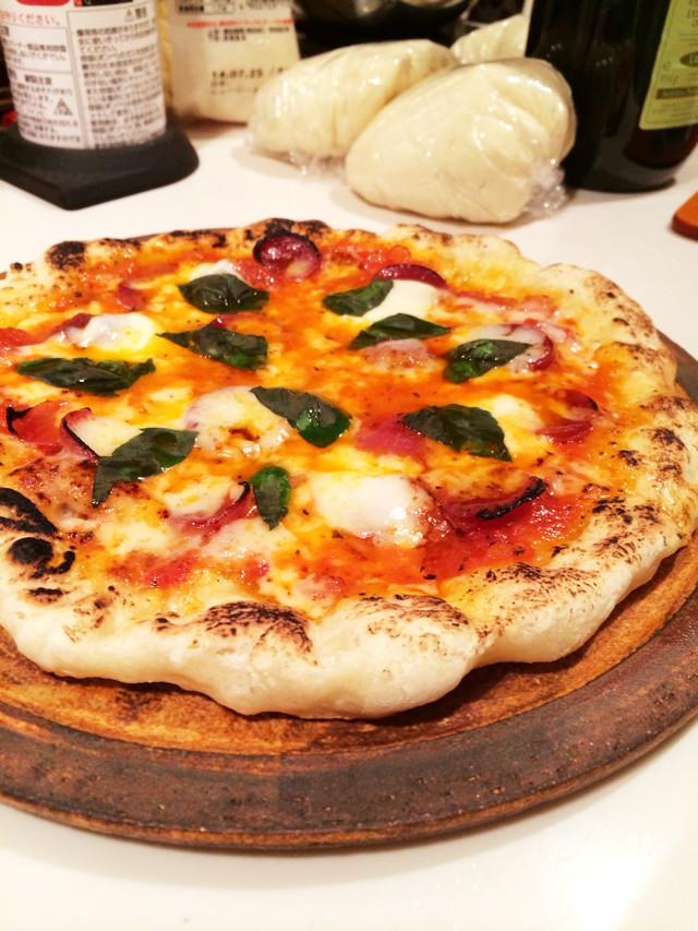 フライパンとバーナーで本格ピザを焼く