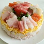 海鮮ちらし寿司ケーキの写真