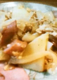 じゃが芋と玉ねぎとウインナーの卵炒め
