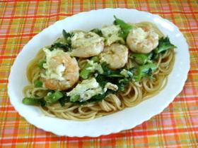 海老と卵白とサラダ菜のパスタ
