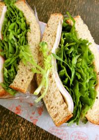 たっぷり春菊のハムチーズサンドイッチ