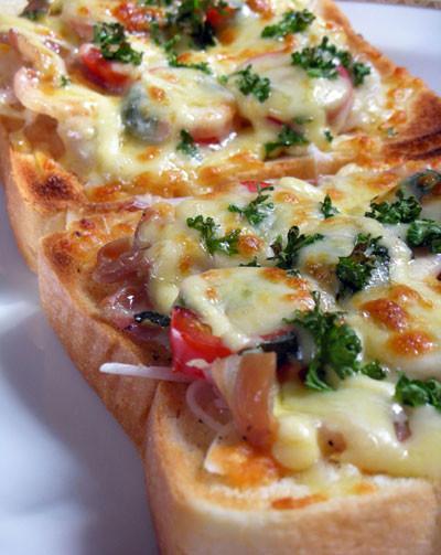 トマトとパンチェッタのチーズトースト