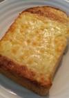 アーモンドバターとチーズのトースト