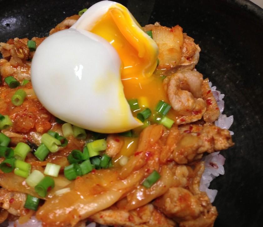 簡単激ウマ味噌豚キムチ丼♫