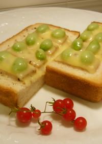 枝豆ベーコンとチーズのトースト