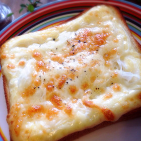 簡単惣菜パン!玉ねぎマヨチーズトースト