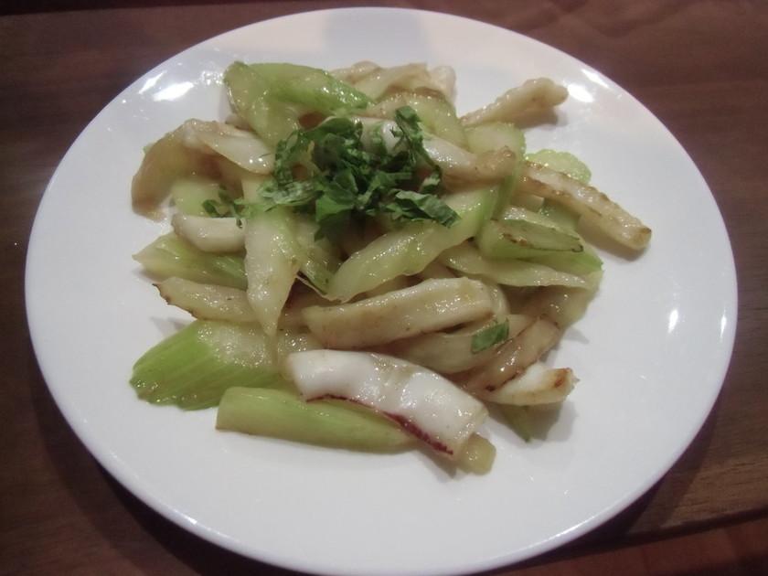 中華風、いかとセロリの炒め物