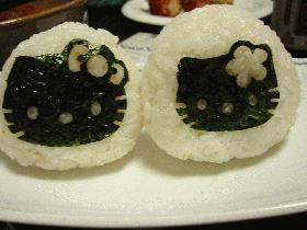 会津のお土産(味噌漬け)でキティちゃんおむすび