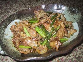 豚肉とにんにくの芽の炒め物。
