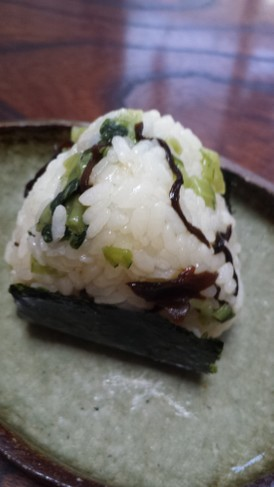 塩昆布と野沢菜のおにぎり♪