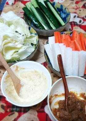 夏のおつまみ、生野菜を味噌ディップで。