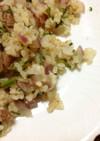 冷やご飯deお肉と冷凍にんじん葉のピラフ