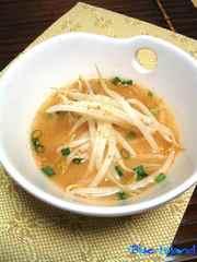 ぴり辛うま*もやしの味噌スープ*の写真