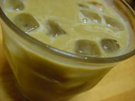 アボカドとコーヒーのジュース
