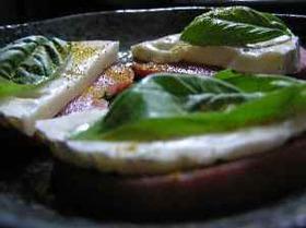トマトとカマンベールのカレー風味サラダ
