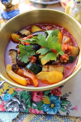 簡単!夏野菜の挽き肉煮込み・地中海風