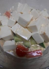 豆腐サラダのごまドレッシングかけ