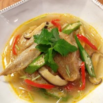 鶏手羽先のスパイシー春雨スープ
