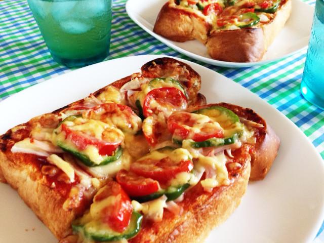 夏休み♪ランチに簡単野菜ピザトースト