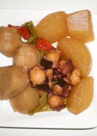 活タコ、里芋、大根、ししとうの甘辛煮