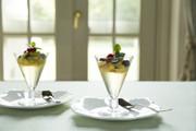 コーディアルゼリーのフルーツサラダ添えの写真