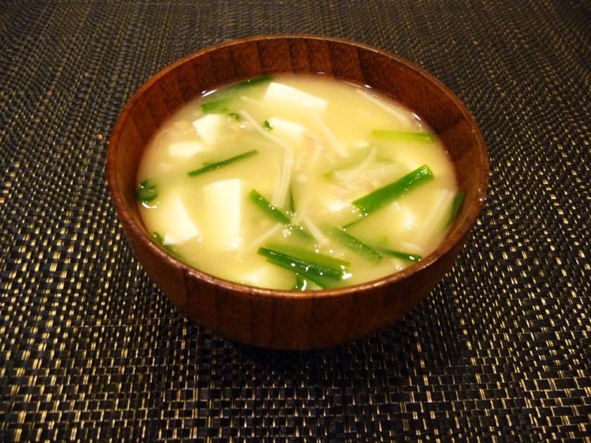 風邪予防◎ニラ納豆・えのき・豆腐の味噌汁