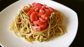 基本のトマトとアボカドの冷製パスタ