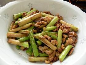 アスパラと胡桃のニンニク醤油炒め