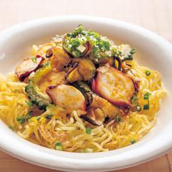 たこと夏野菜のピリ辛焼き麺