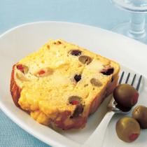 2色オリーブとチーズのケーク・サレ