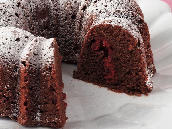 チョコレートとラズベリーのケーキ