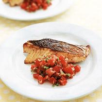 白身魚のサルサソースがけ