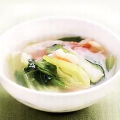 チンゲンサイとべーコンのスープ