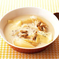 玉ねぎとあさりの豆乳スープ