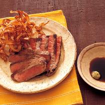 牛ステーキのパリパリごぼうのせ