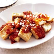 揚げ卵とカリカリ豆腐のチリソース