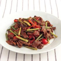 牛肉とにんにくの茎の中華風