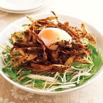 温卵のせ揚げごぼうサラダ