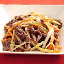 牛肉とセロリの青椒牛肉絲(チンジャオロースー)風
