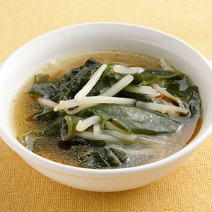 もやしとわかめのスープ