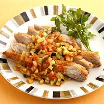 グリルチキンの野菜ソース