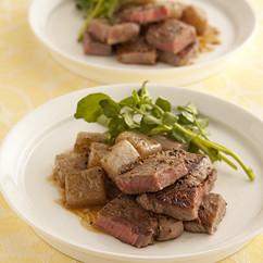 牛肉とこんにゃくのペッパーステーキ