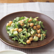 豆とルッコラのサラダ