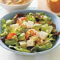えびとアボカドのおかずサラダ