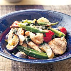 夏野菜ととり肉のオイル蒸し